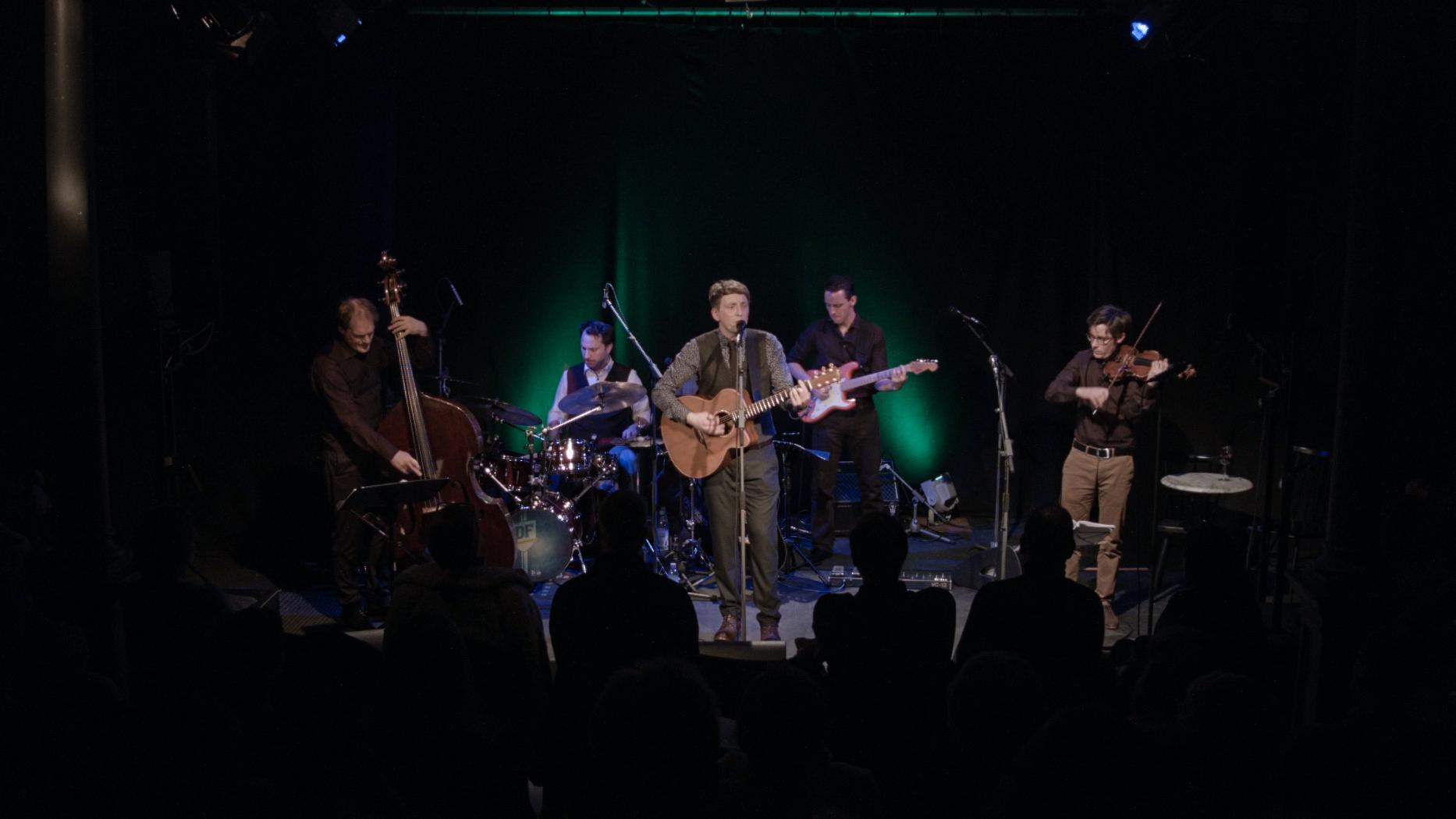 Liedermacher und Songwriter Ulrich Zehfuß mit seiner Band die Feine Gesellschaft (Martin Simon, Daniel Fleischmann, Helmut Scholz und Mathis Münchbach)